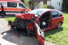 2010-04-23_unfall_zwischen_bus_und_pkw_11_20100429_1149465653
