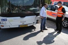 2010-04-23_unfall_zwischen_bus_und_pkw_12_20100429_1601457952
