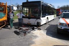 2010-04-23_unfall_zwischen_bus_und_pkw_2_20100429_1683517462